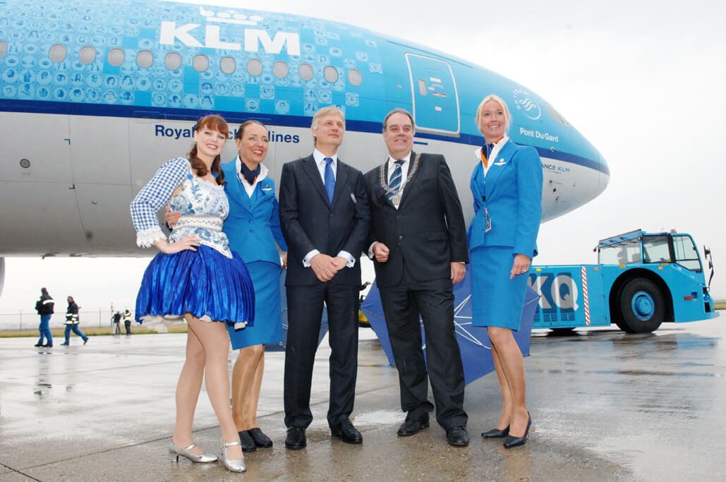 How do you talk to a live person for KLM Airlines